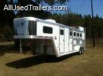 used horse trailer for sale / 2005 CM Four horse mangers